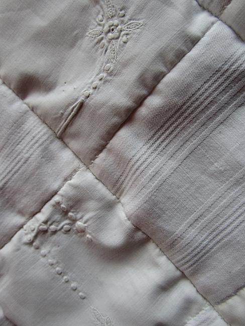 White base detail_